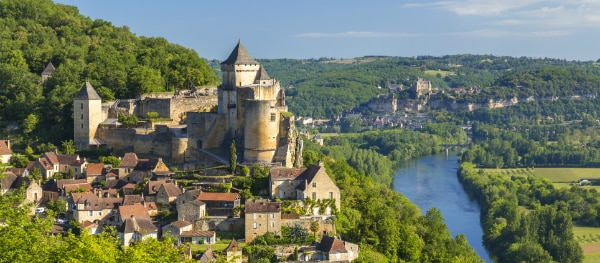 The castle of Castelnaud - Kayaking on the Dordogne