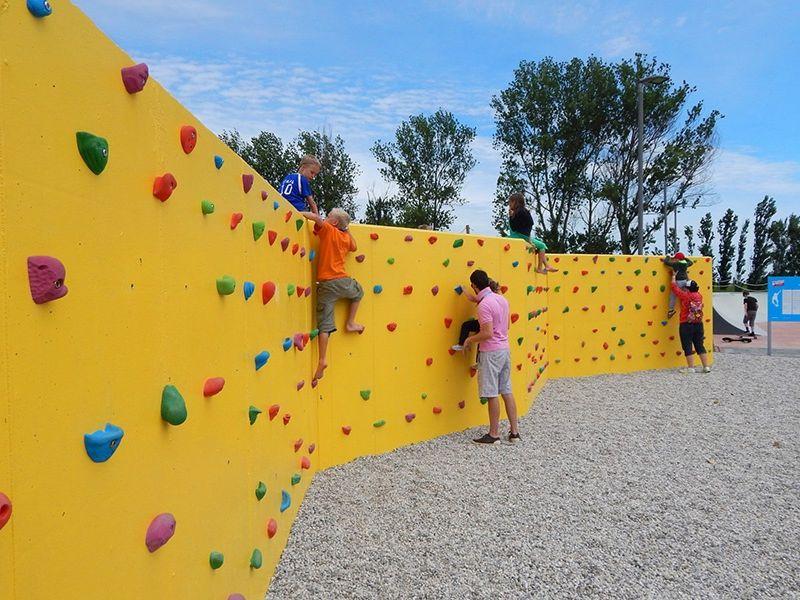 Climbing wall at Pra'delle Torri campsite.
